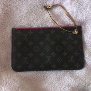 Louis vuttion clutch